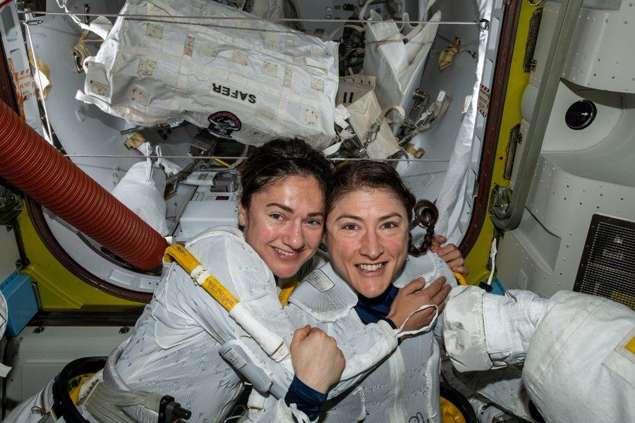 Mujeres espacio