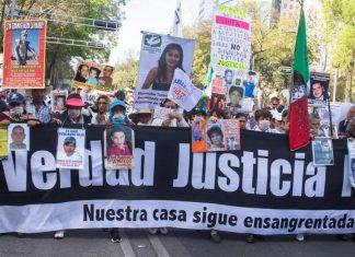 """""""A ella la busca y a nosotros nos cierra las puertas"""": familiares de víctimas reclaman a AMLO saludo a madre del Chapo"""