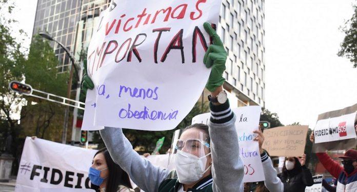 Extinción de fideicomisos golpea a víctimas: suspenden apoyos económicos mensuales
