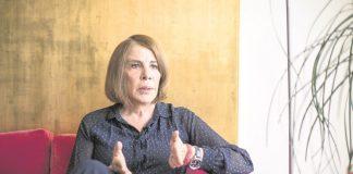 """""""¿Qué diablos?"""", pregunta Sabina Berman por listas y fechas de vacuna contra Covid-19"""